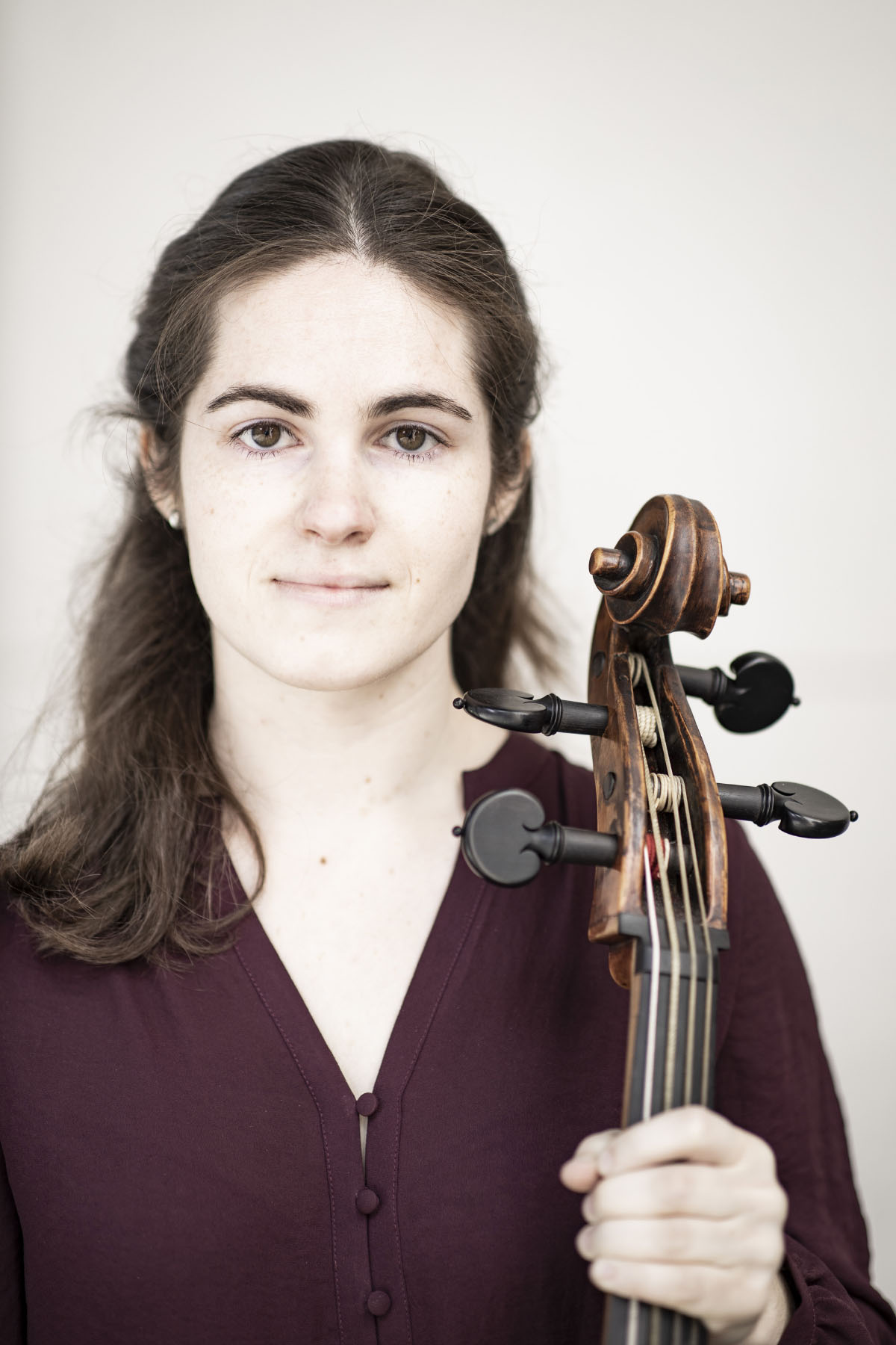 Portrait of Anne-Linde Visser, bass violin and viola da gamba player of the Castello Consort. Photo by Foppe Schut.